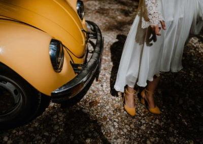 Geltonas vabalas ir nuotaka su geltonais bateliais - Foto Sandra Tamos